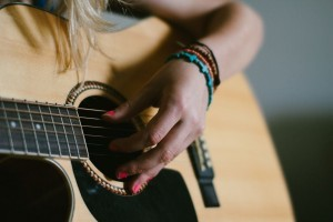 Girl with guitar 1920x1080 wallpaper