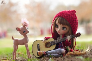 Toy girl with guitar wallpaper HD
