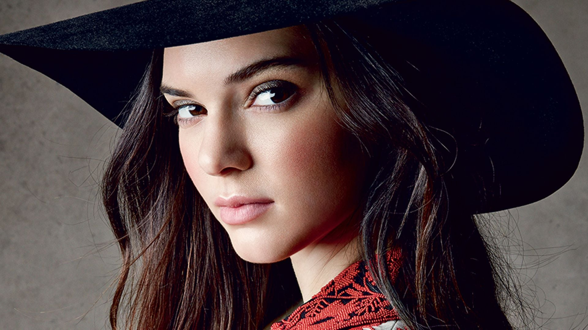 Pics of Kendall Jenner eyes, hat