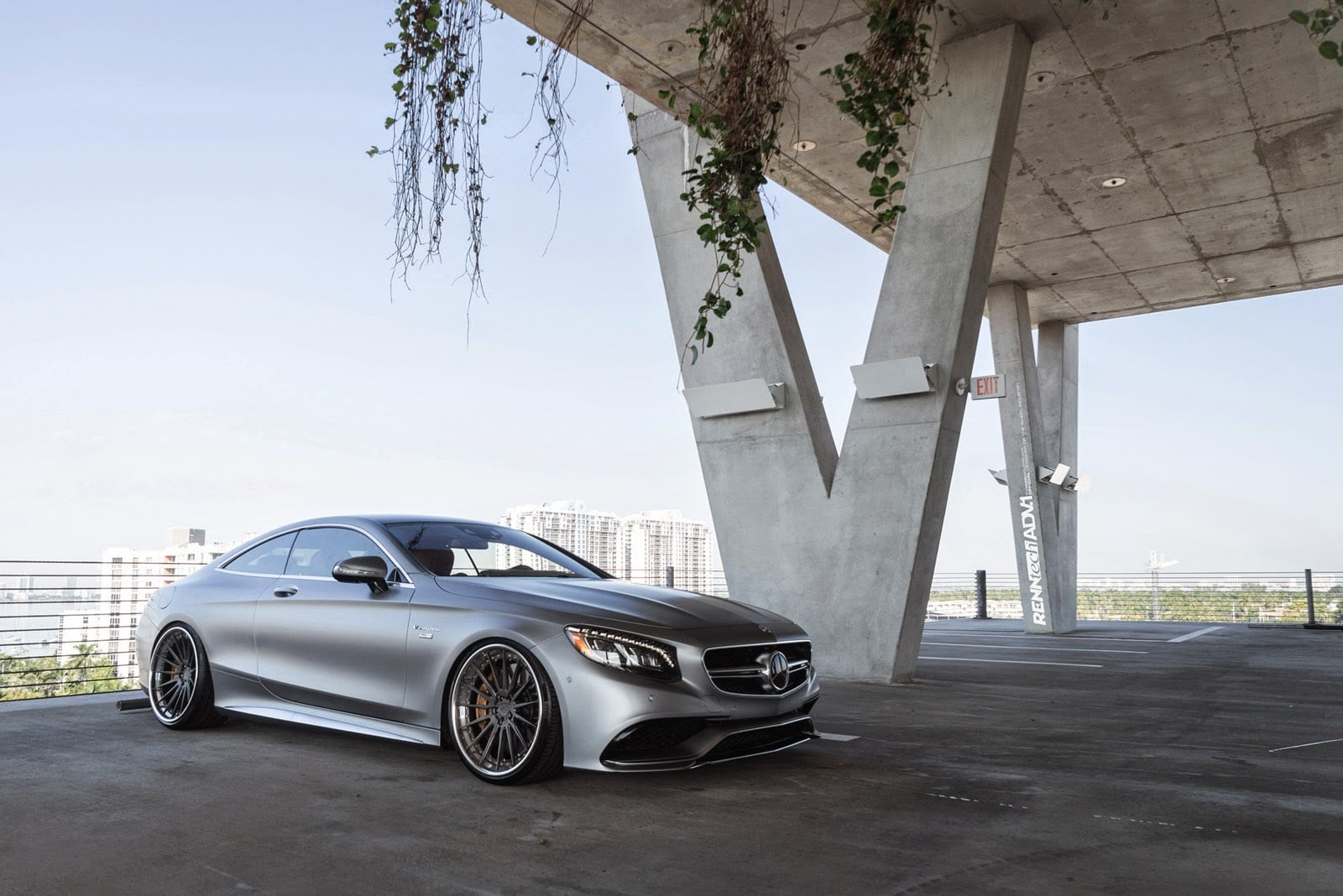 Mercedes AMG S63 Coupe HD pic for PC