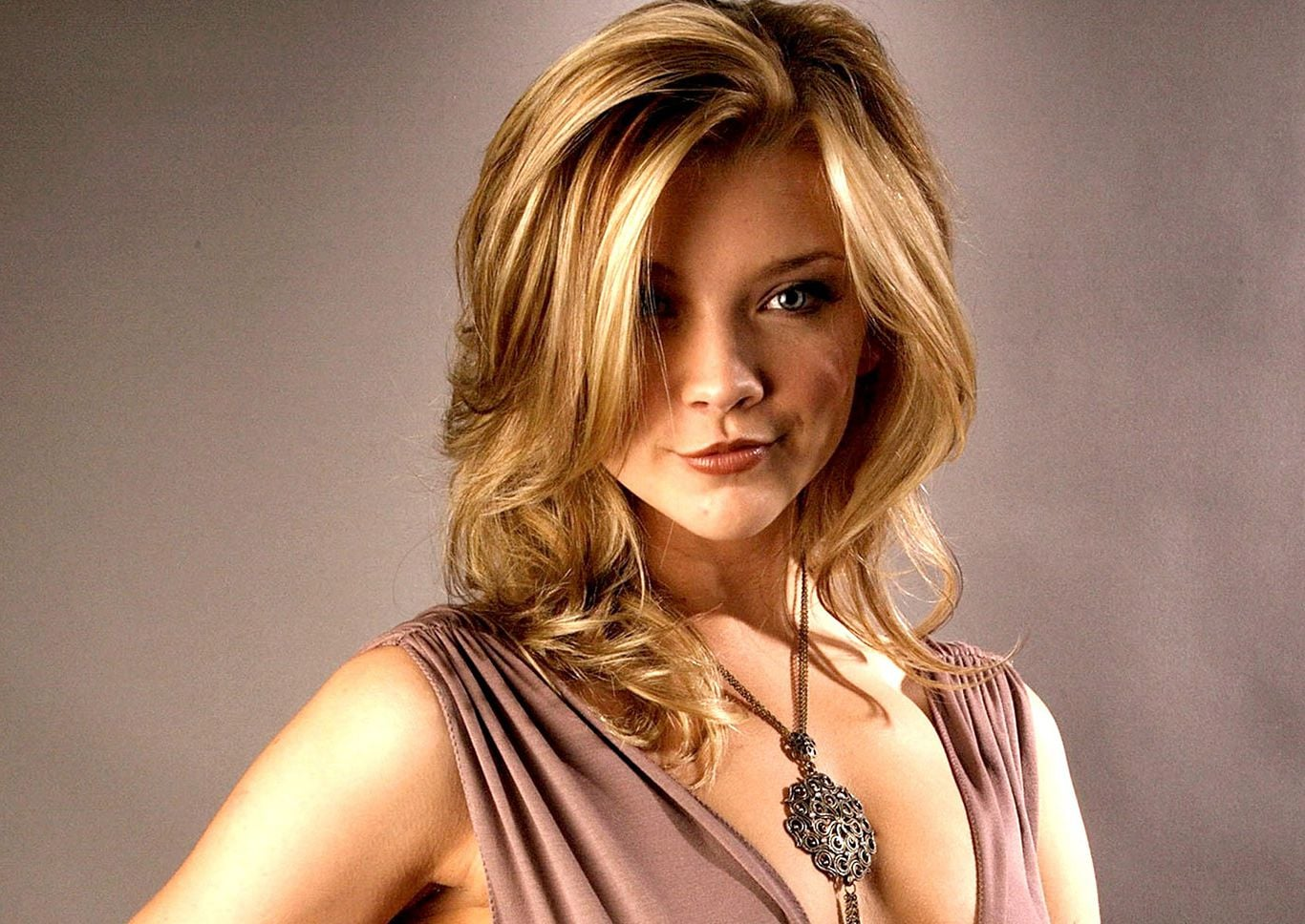 Natalie Dormer necklace pictures