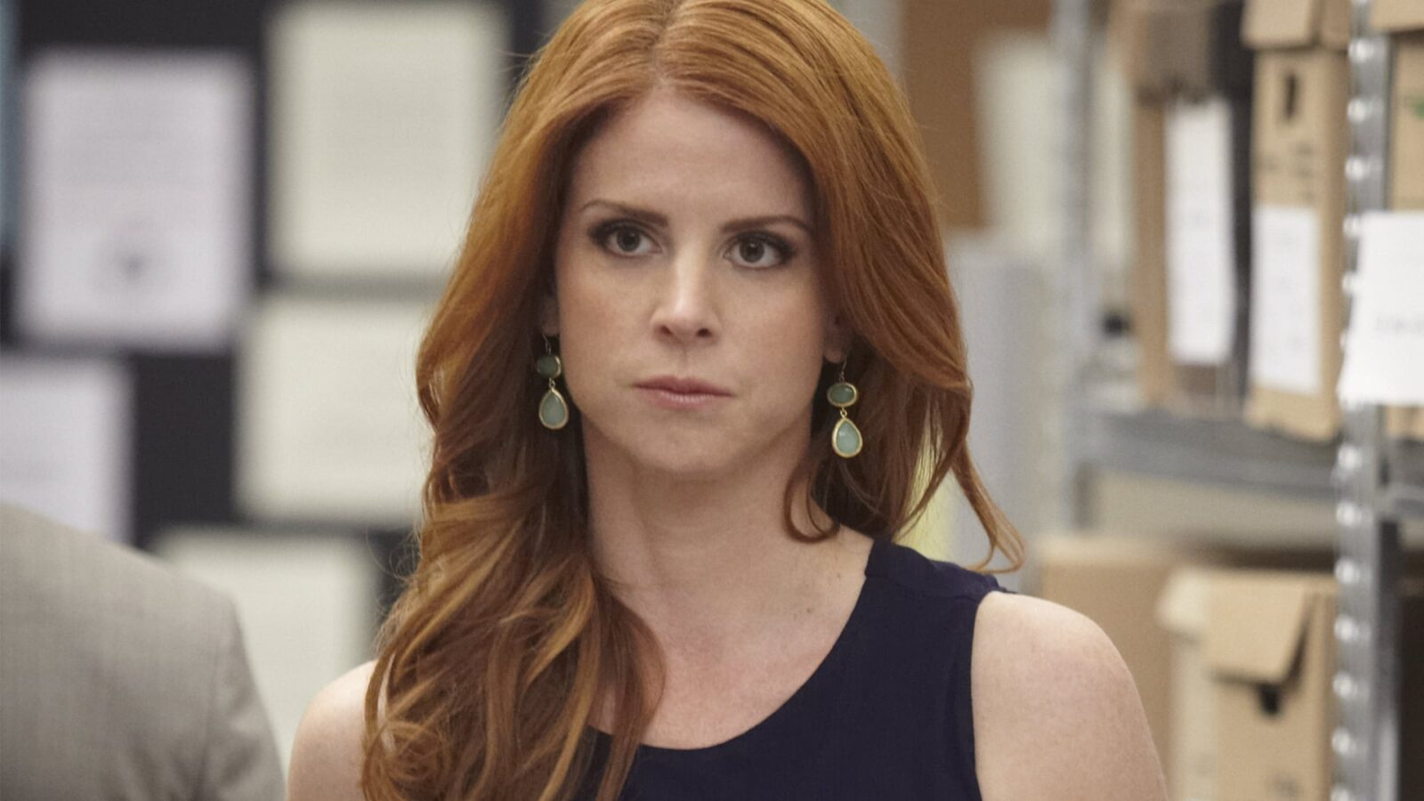 Sarah Rafferty earrings photo