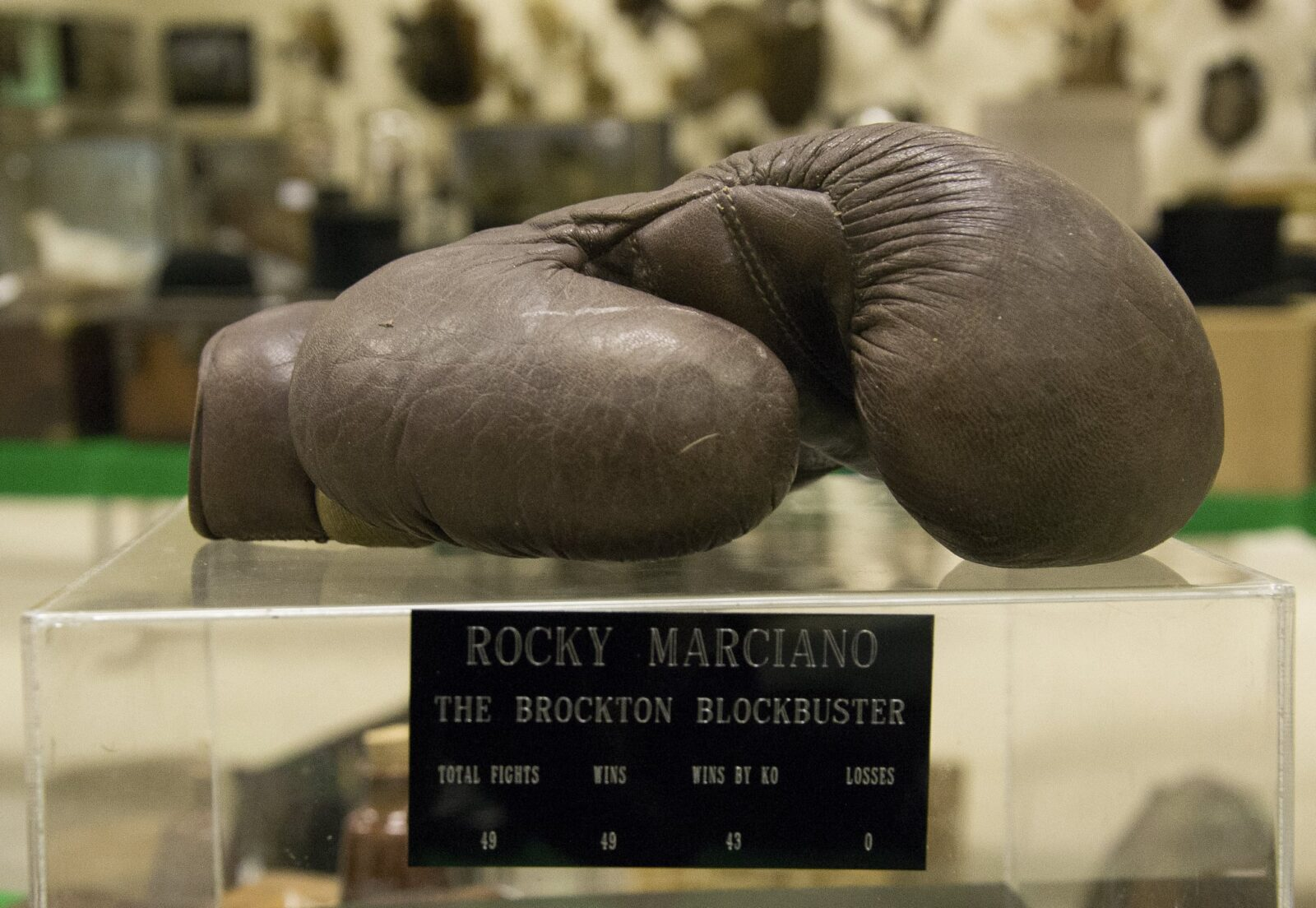 Image of boxing gloves Rocky Marciano
