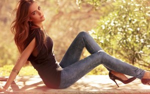 girl models leggings HD pic for PC