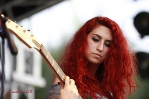 red head girl with guitar High Definition wallpaper