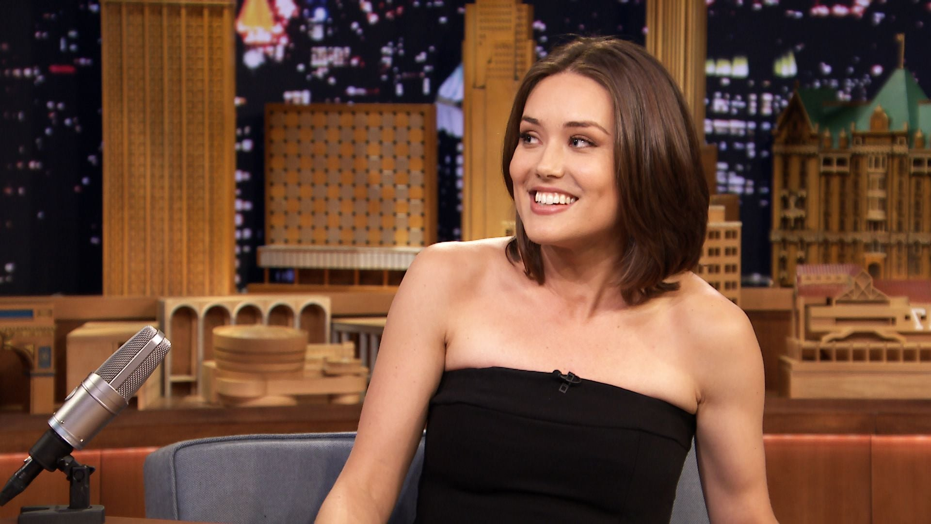 smile Megan Boone desktop HD