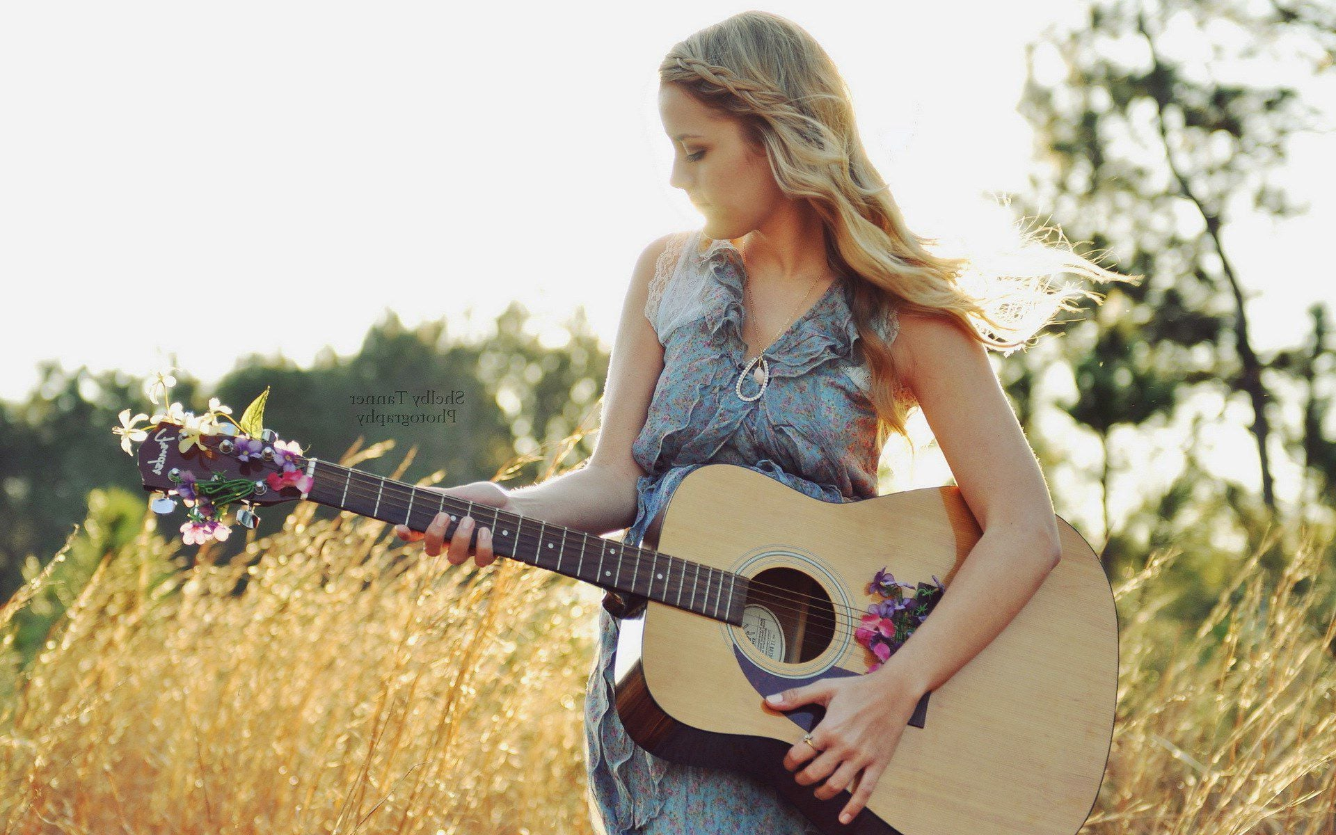 young girl with guitar 2015
