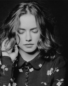 cute Daisy Isobel Ridley bw photo