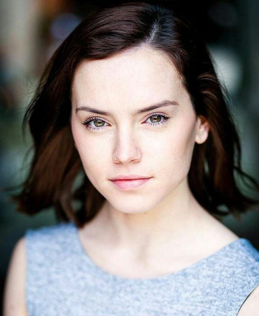 face Daisy Ridley vertical HD image