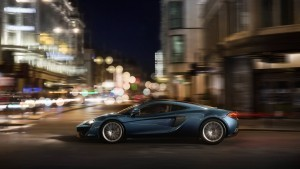 2016 McLaren 570GT city motion High Resolution wallpaper