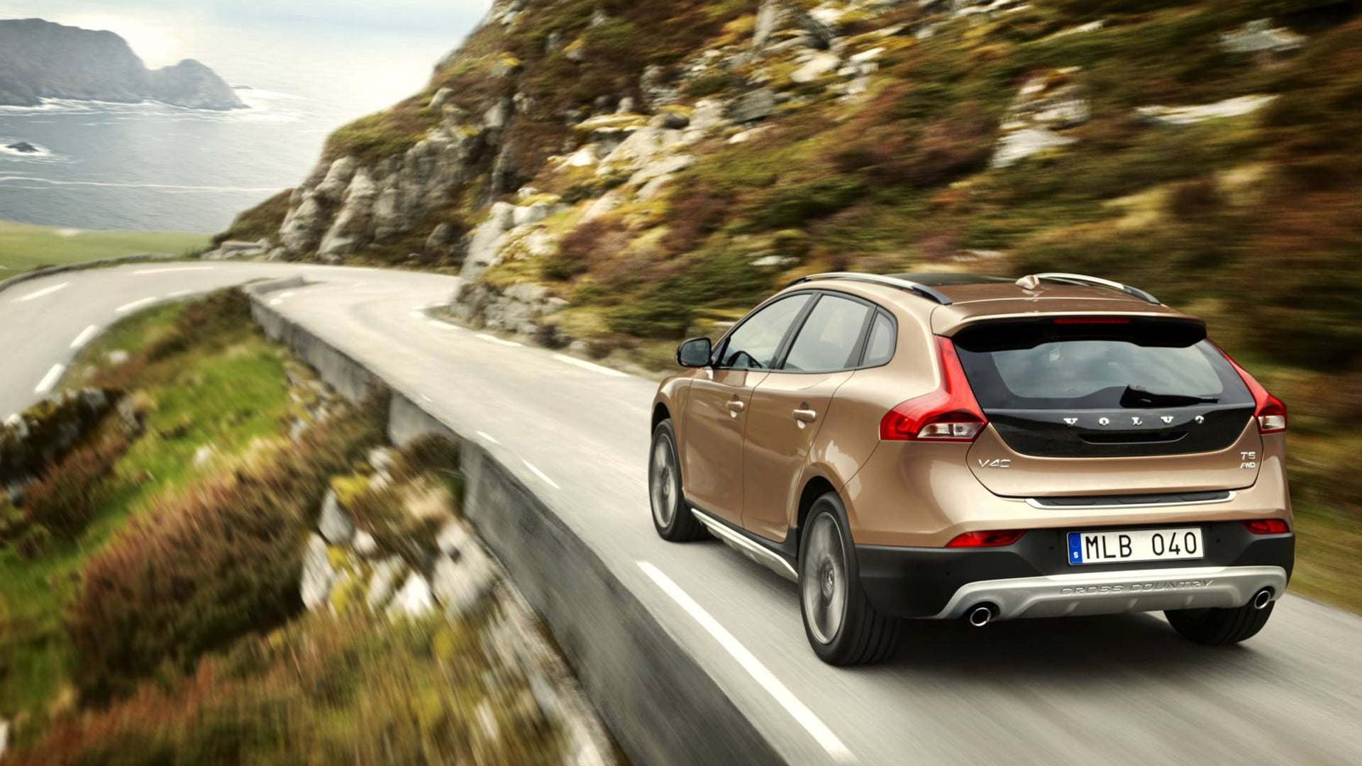 2016 Volvo V40 Cross Country pictures