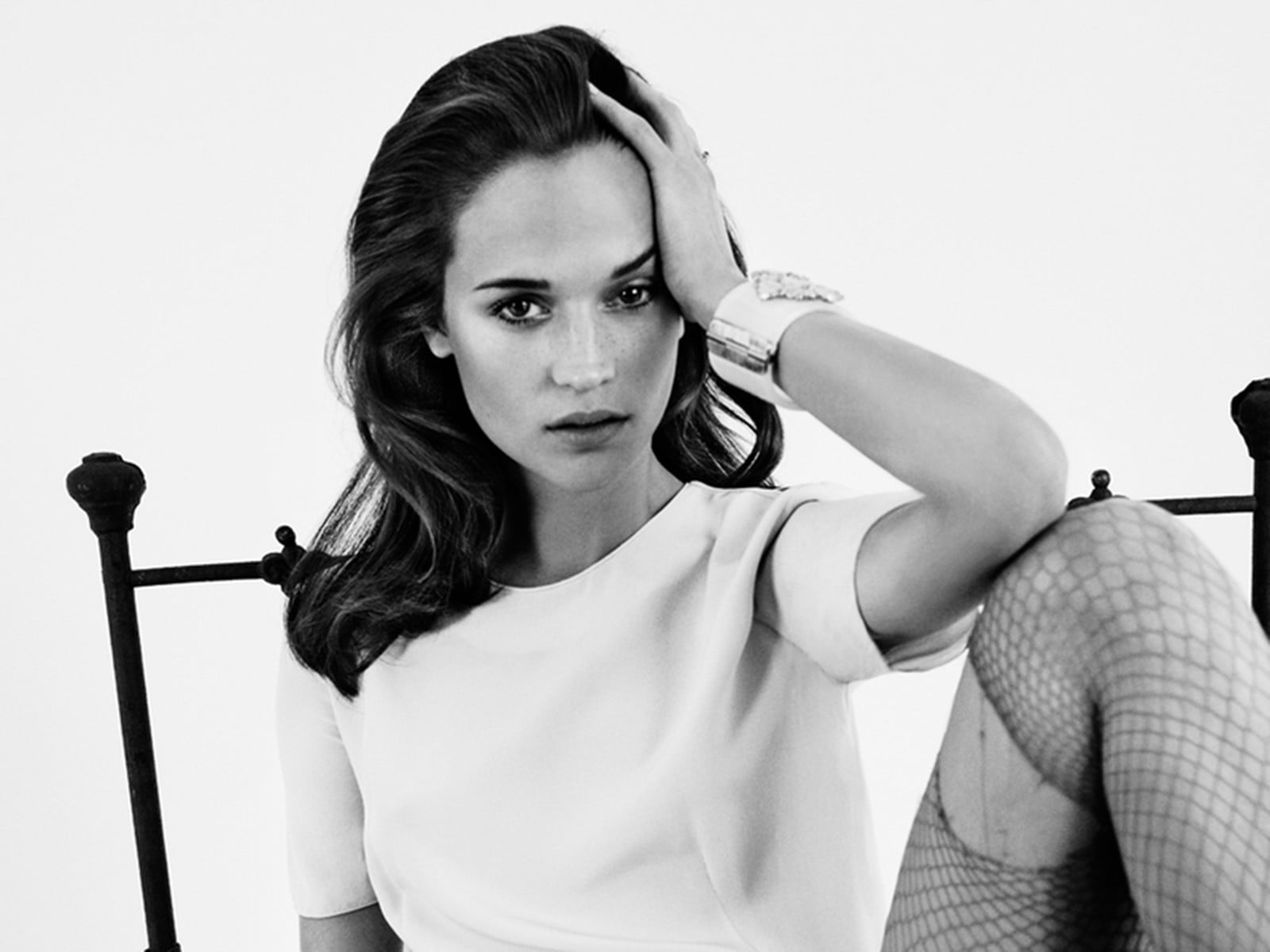 Alicia Vikander bw 1920x1080 wallpaper