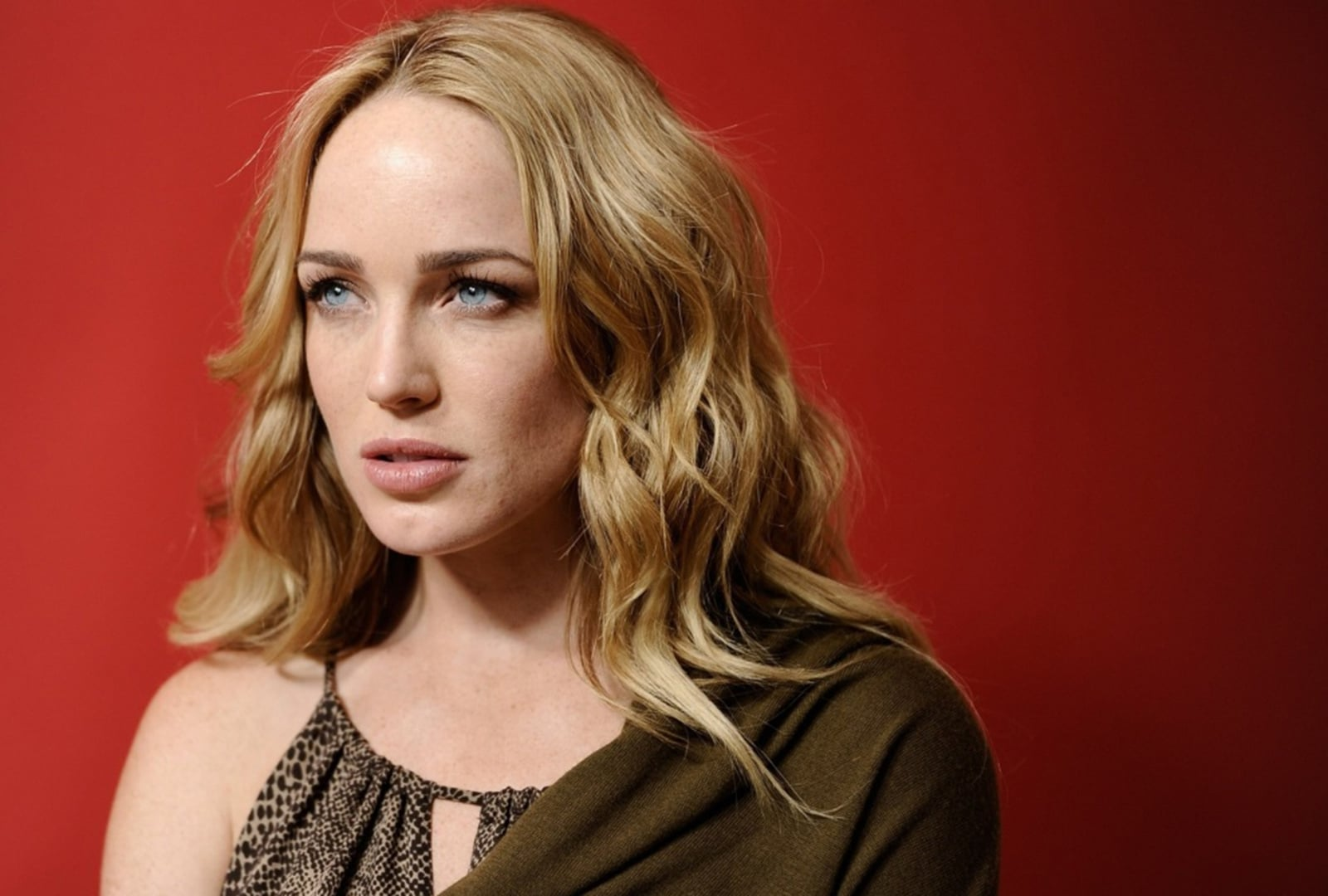 Image of Caity Lotz for iPhone