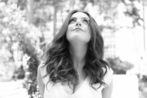 Elizabeth Gillies bw High Quality wallpapers