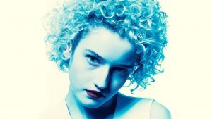 Julia Garner 4k wallpaper download