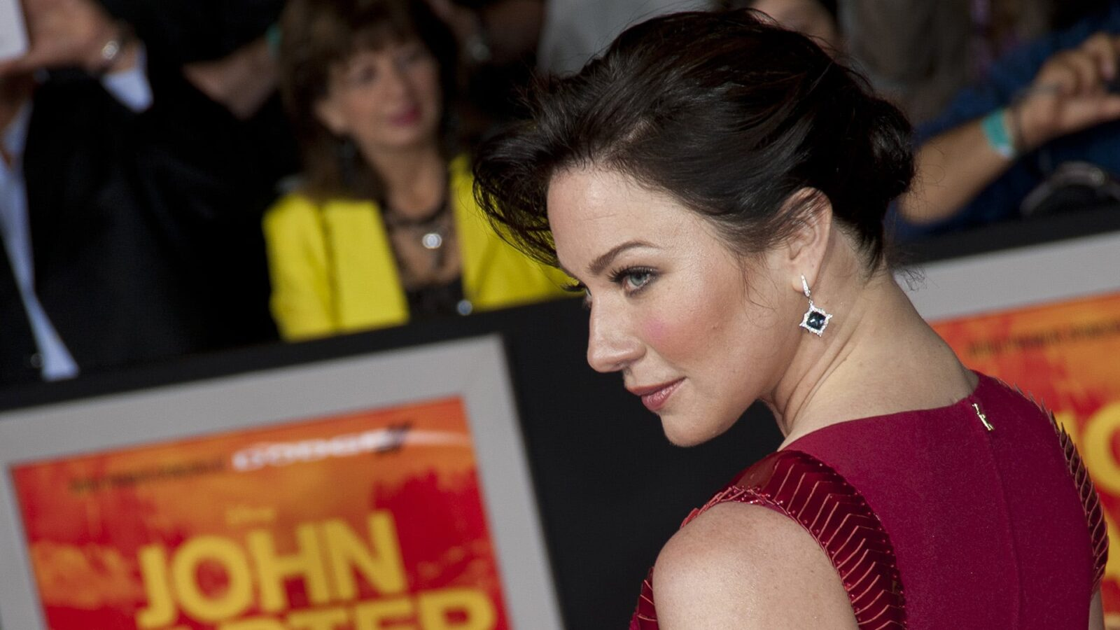 Lynn Collins earrings pictures