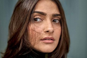 Free pic of Sonam Kapoor eyes