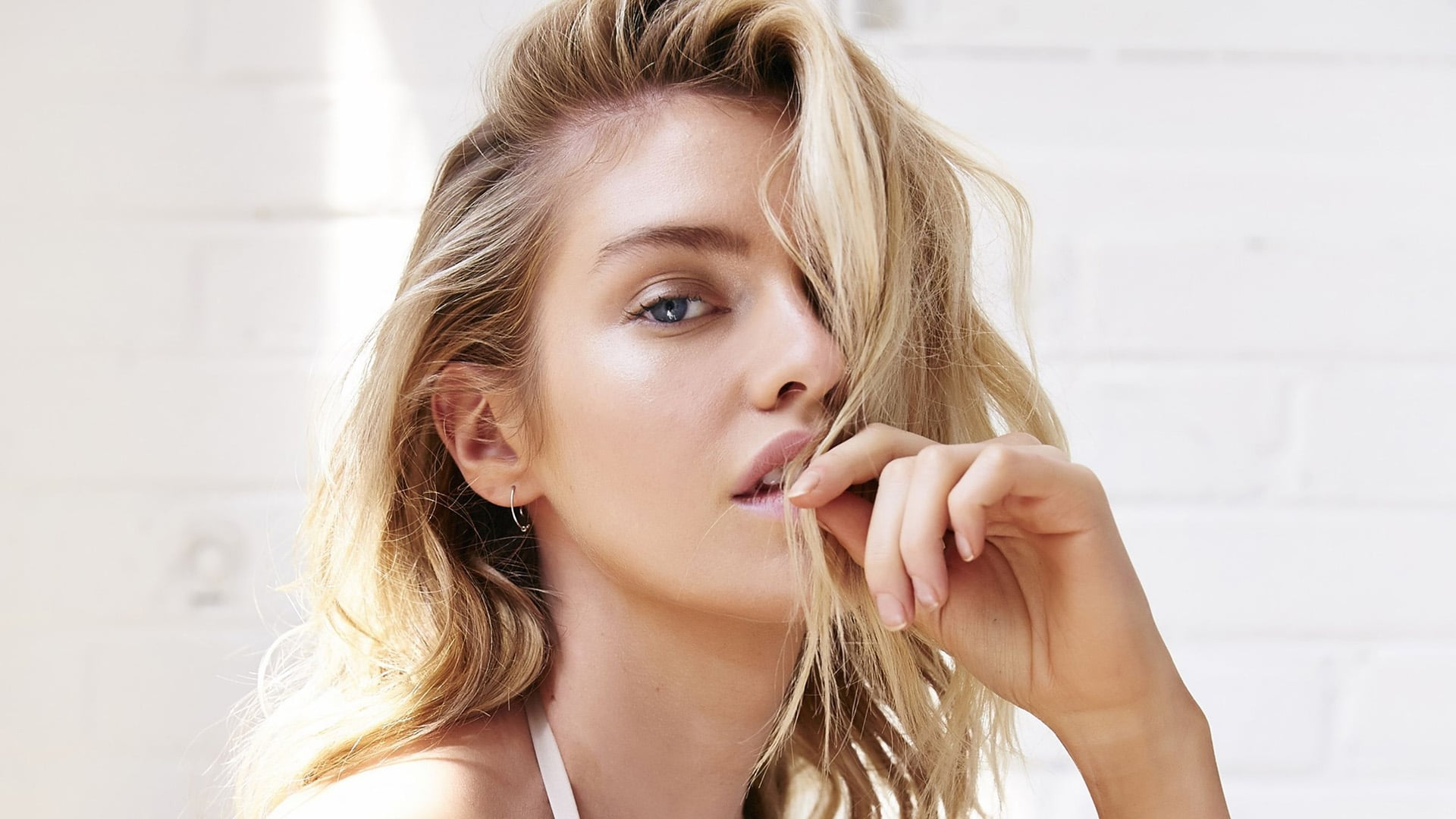 Stella Maxwell widescreen wallpaper