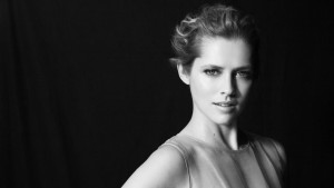 HD bw Teresa Palmer 1920x1080 wallpaper