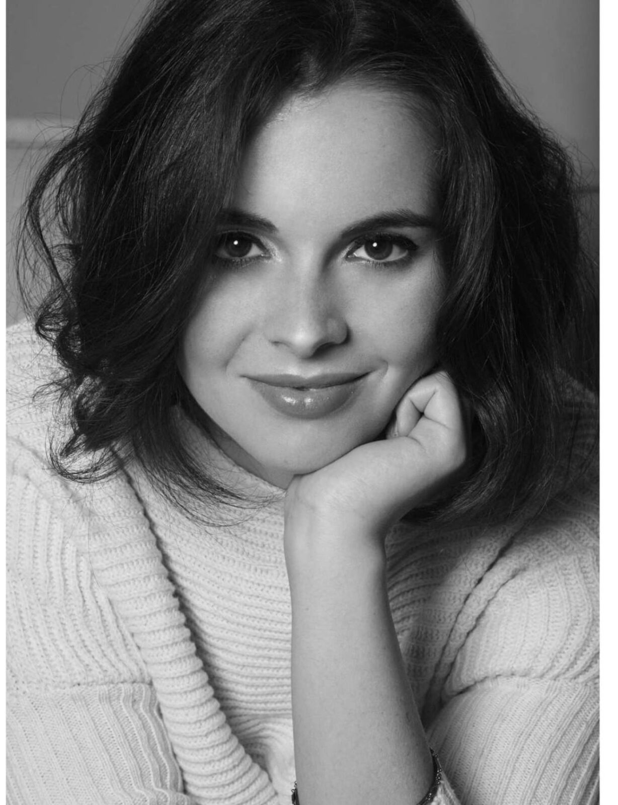 Vanessa Marano bw wallpaper