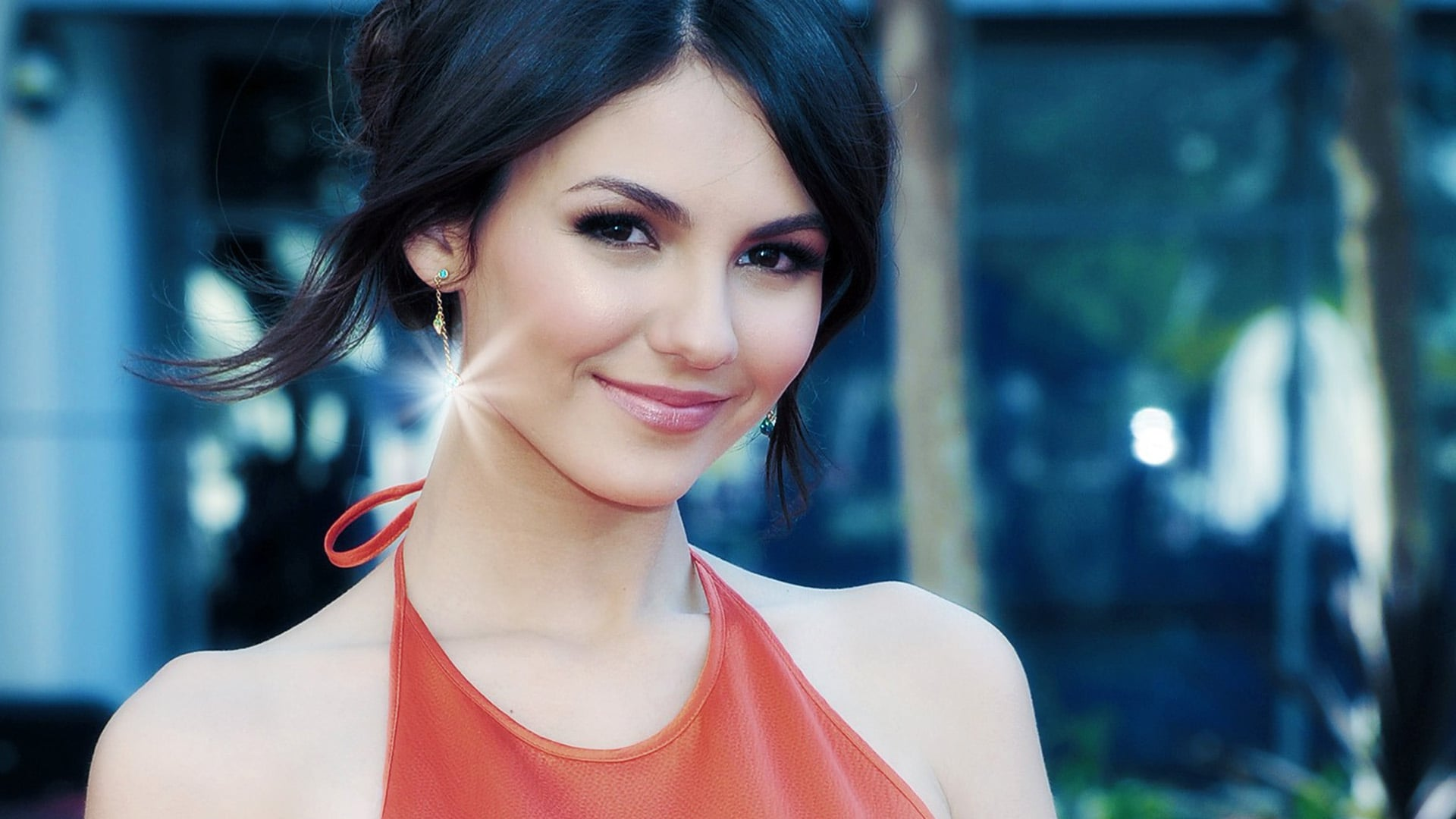 Wallpaper of Victoria Justice for iPad