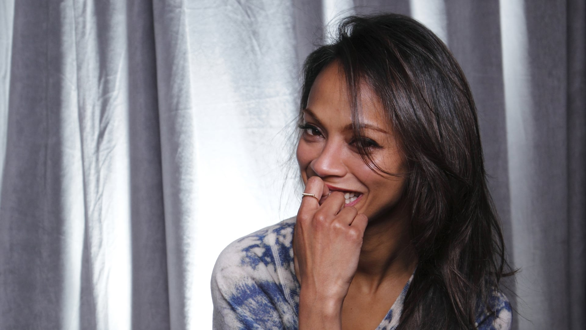 Image of Zoe Saldana for iPhone
