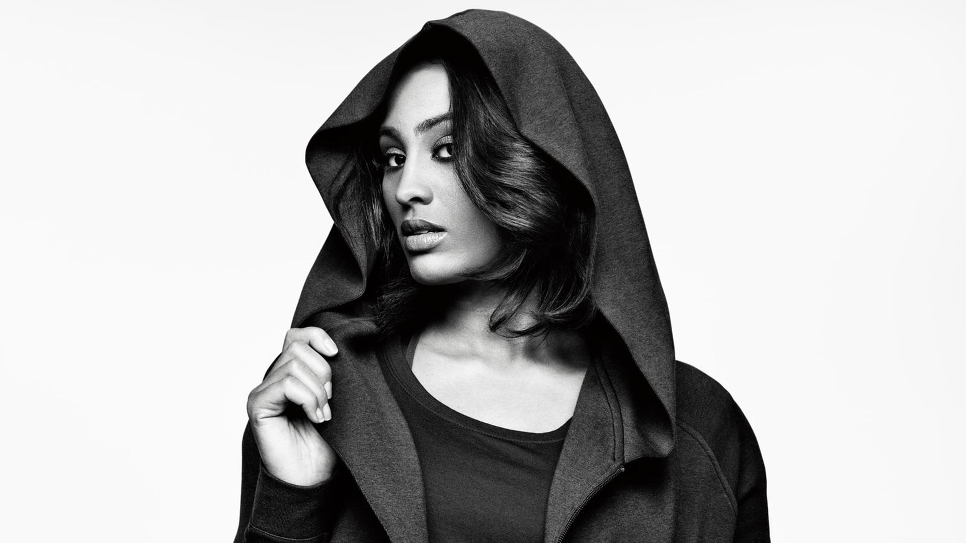 Amazing bw Skylar Diggins pictures