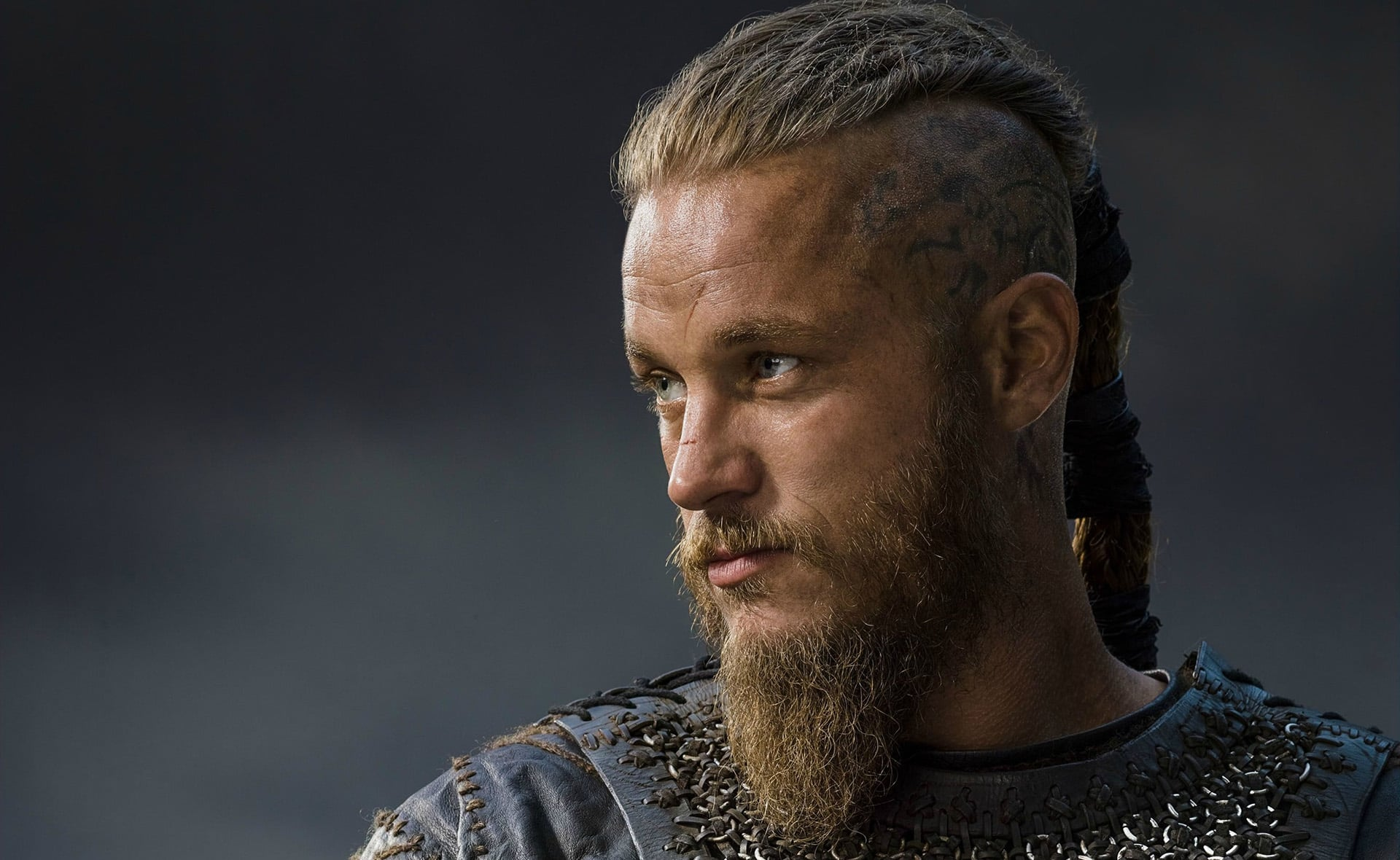 13 travis fimmel as ragnar lothbrok hd wallpapers for desktop. Black Bedroom Furniture Sets. Home Design Ideas