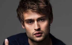Douglas Booth eyes wallpapers