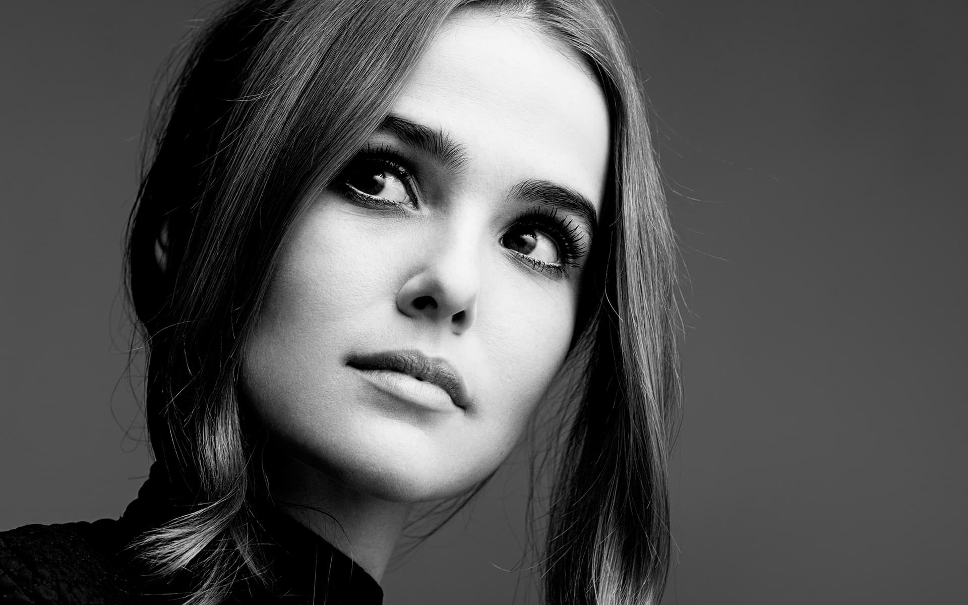 Zoey Deutch black and white background Wallpapers High Quality