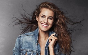 Allison Williams smile pic HD