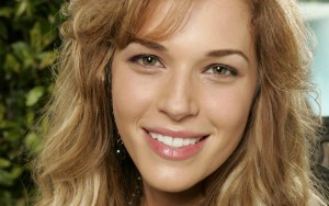 Amanda Righetti eyes walpapers for windows