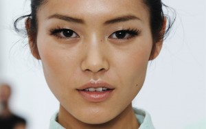 Liu Wen eyes Desktop wallpaper