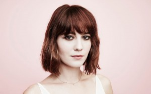 Mary Elizabeth Winstead red background new pictures