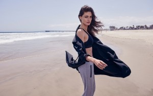 Phoebe Tonkin on beach HD photo download