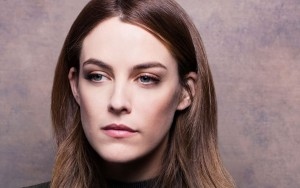 Riley Keough eyes pictures