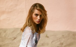 Suki Waterhouse HD image