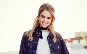 Suki Waterhouse new wallpaper