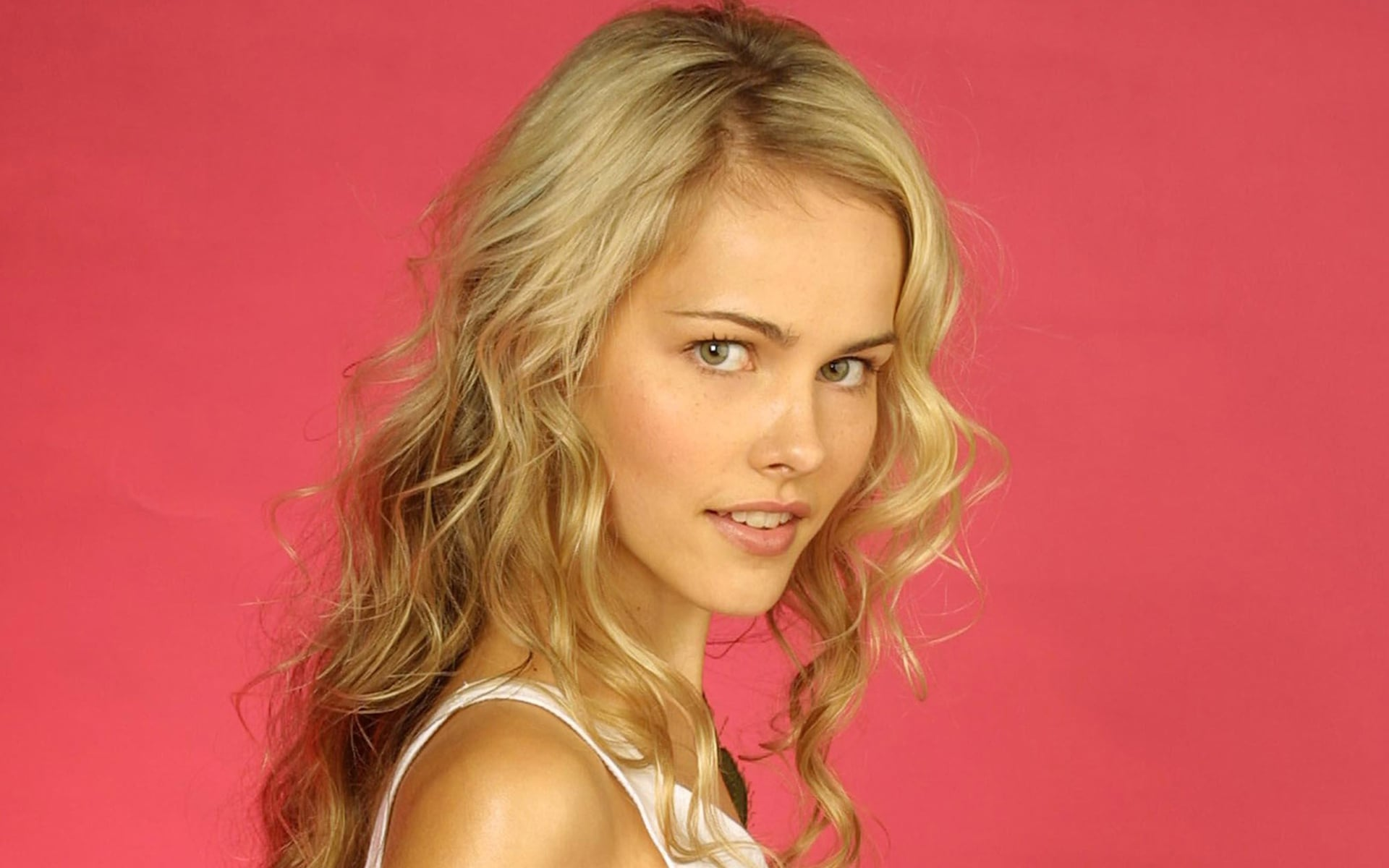 Amazing blonde Isabel Lucas picture