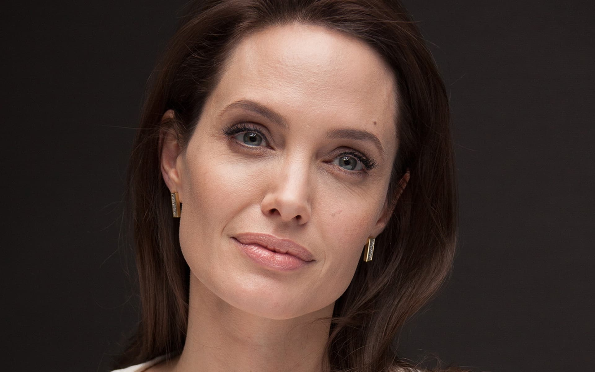 30+ Angelina Jolie wallpapers High Quality Resolution Download