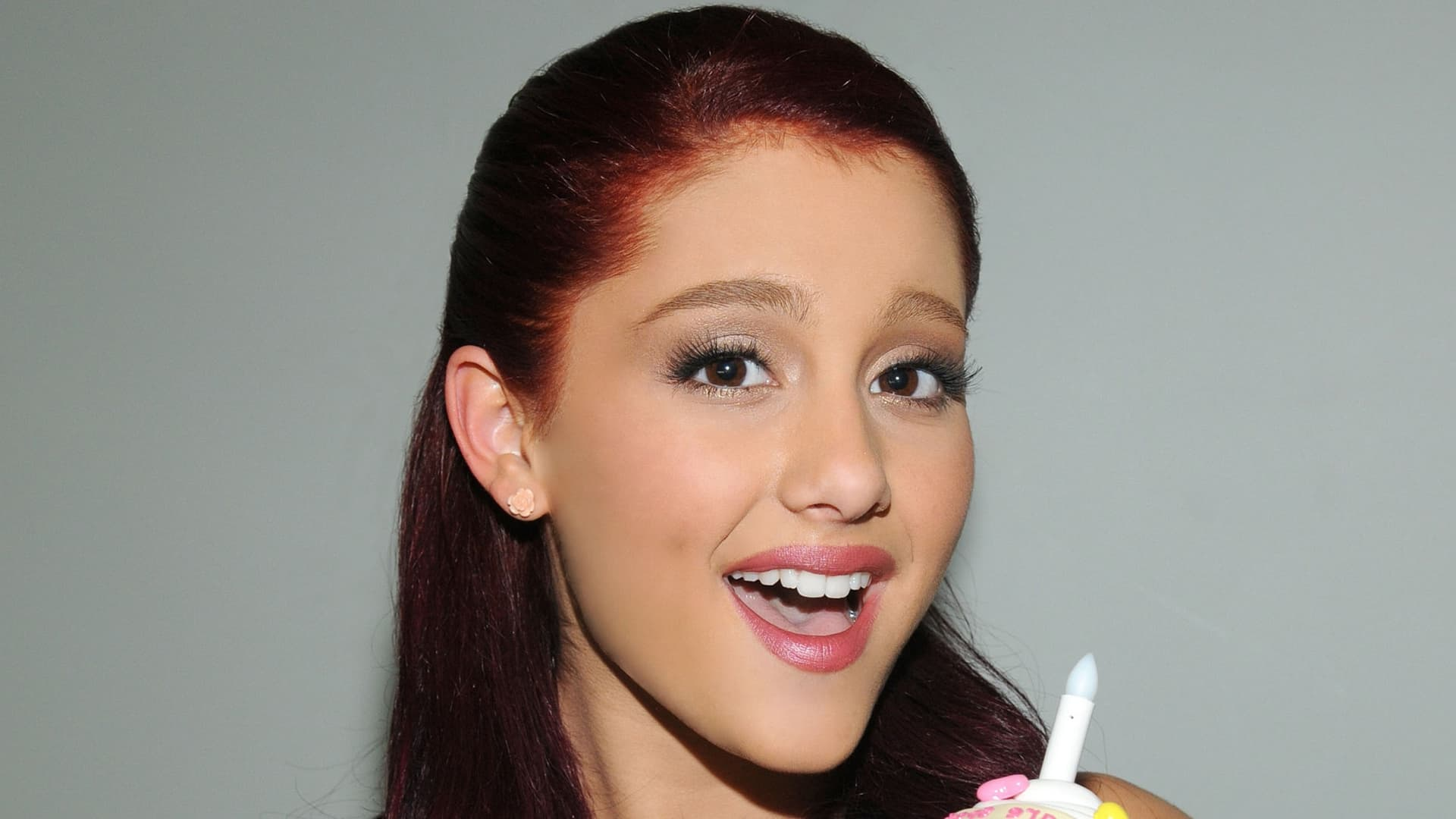 25+ Ariana Grande wallpapers High Quality Download Lily Allen