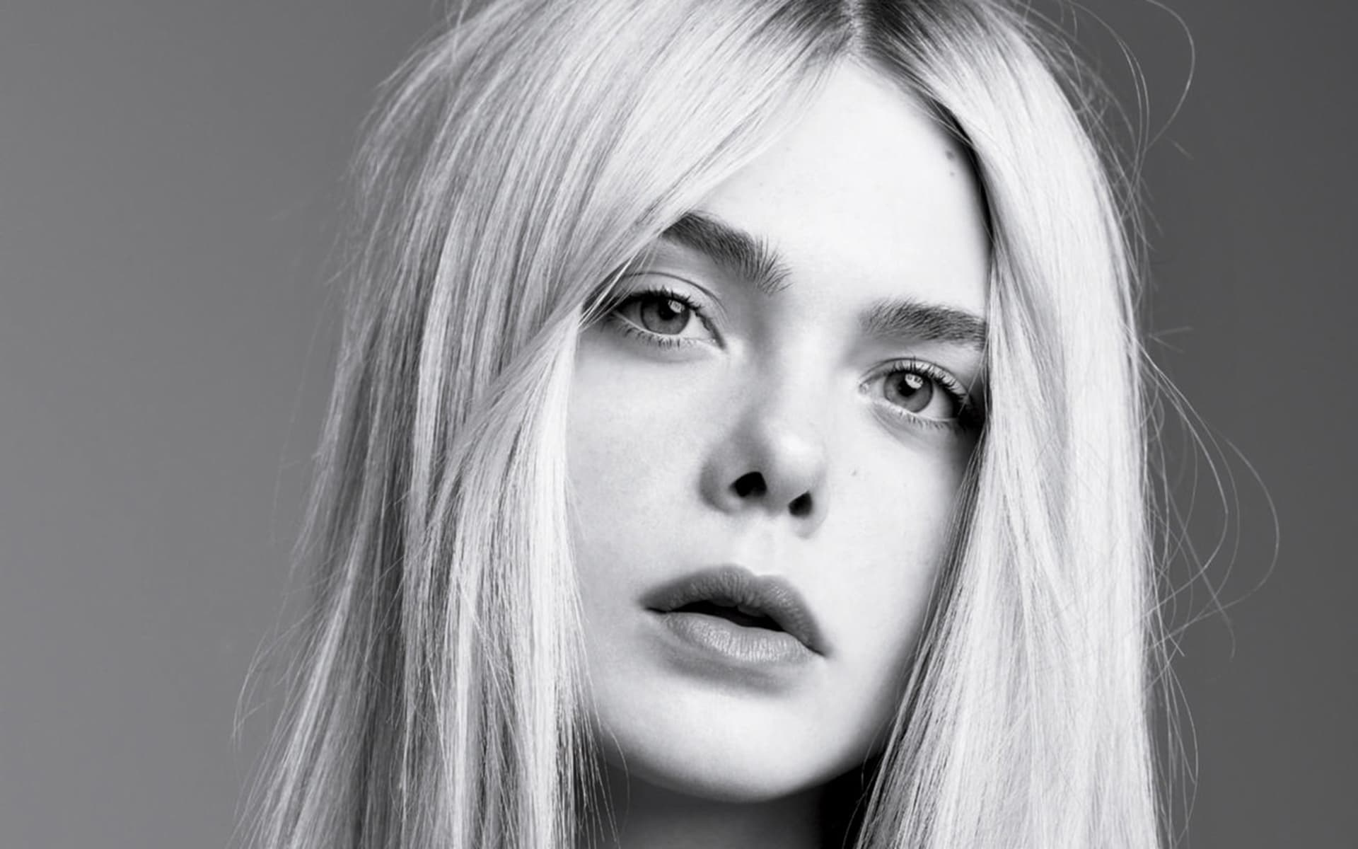 bw Elle Fanning black and white background HD wallpaper
