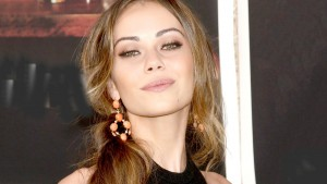 Wallpaper of cool Alexis Dziena for Laptop