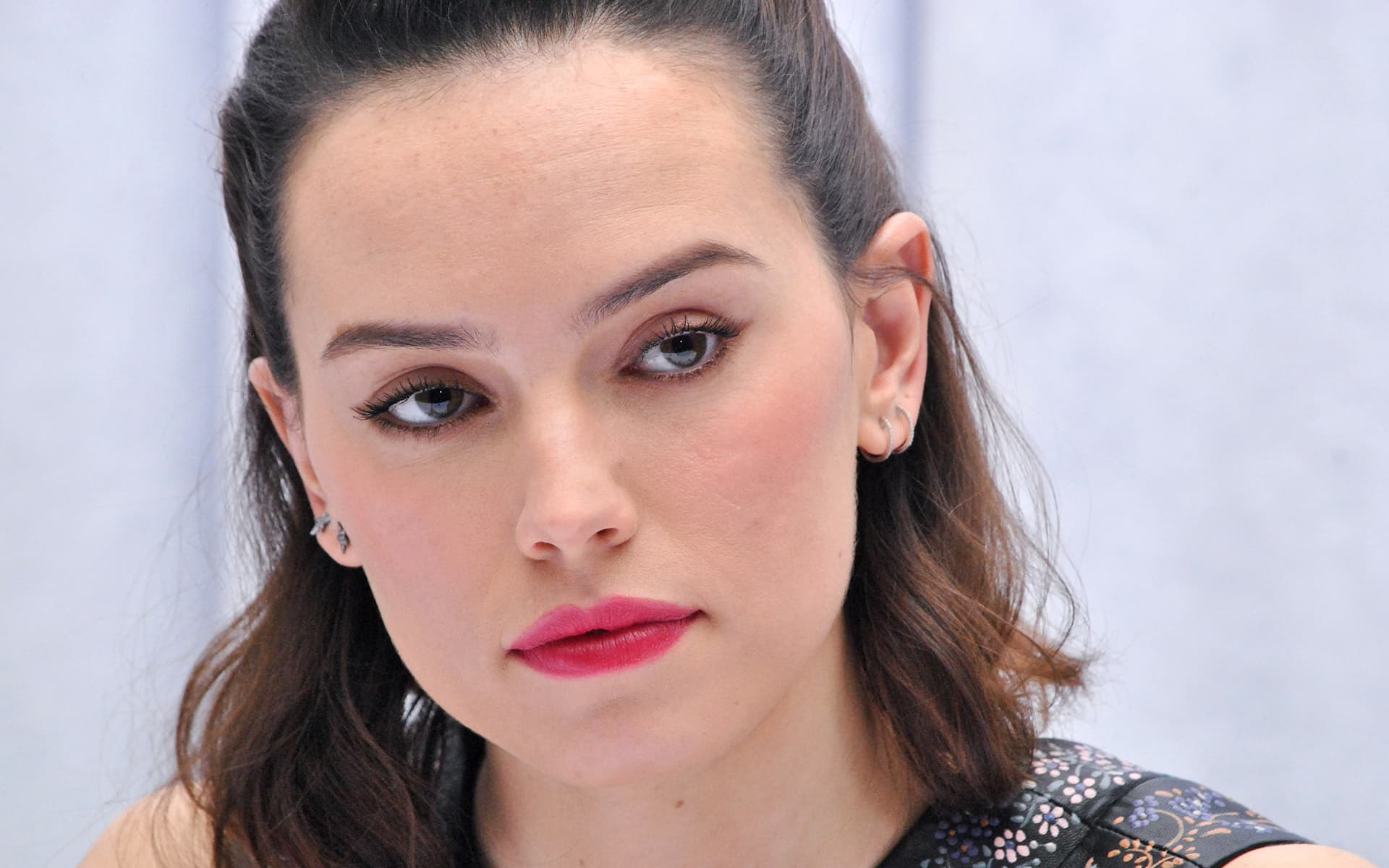 Daisy Ridley eyes pictures
