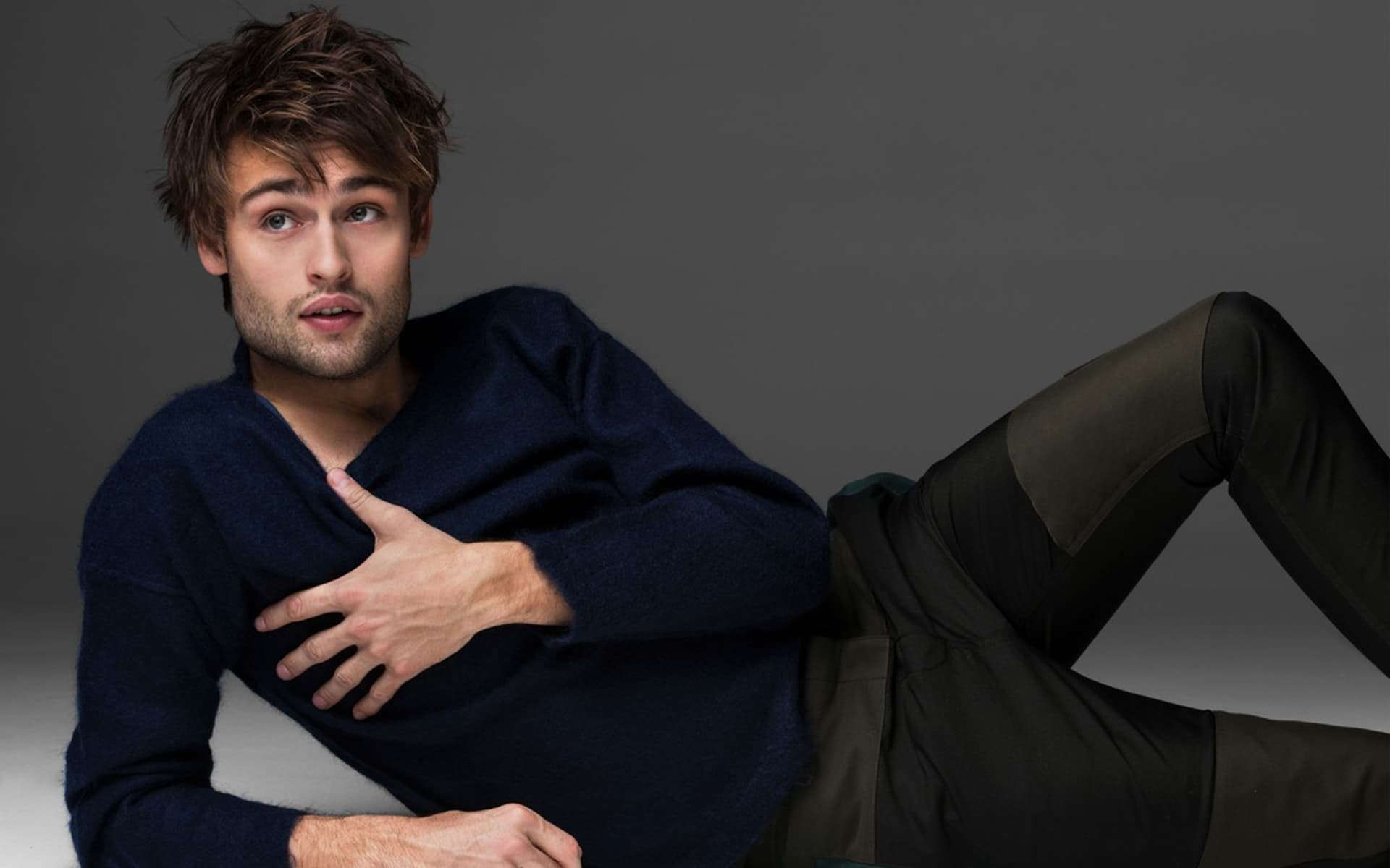 Douglas Booth pretty H...