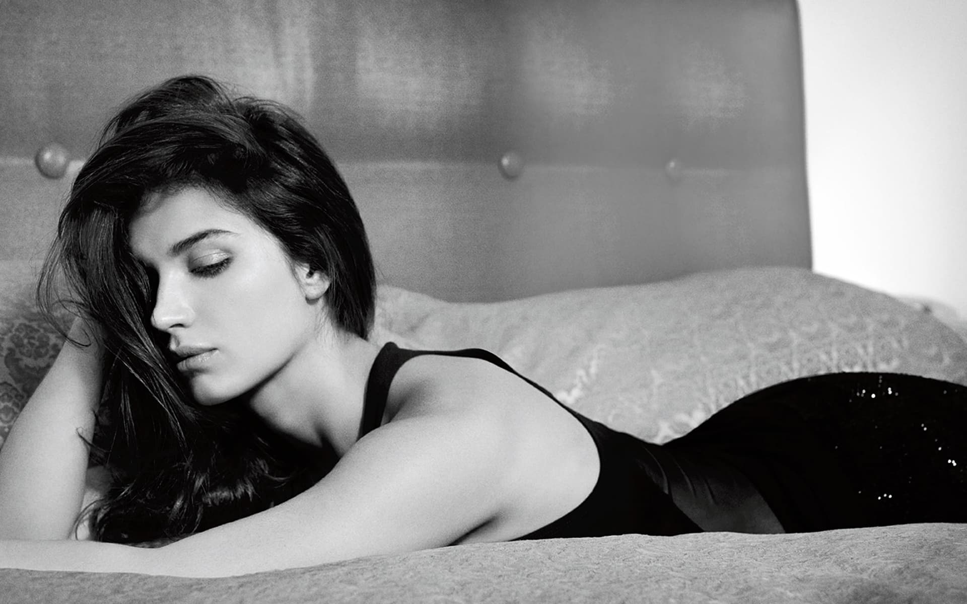 Eve Hewson black and white background HD wallpapers for Desktop