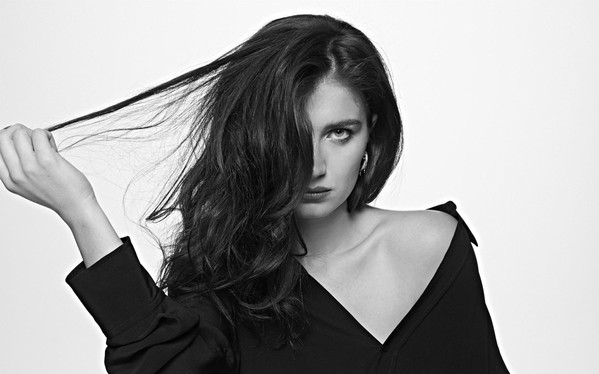 Eve Hewson bw picture High Resolution