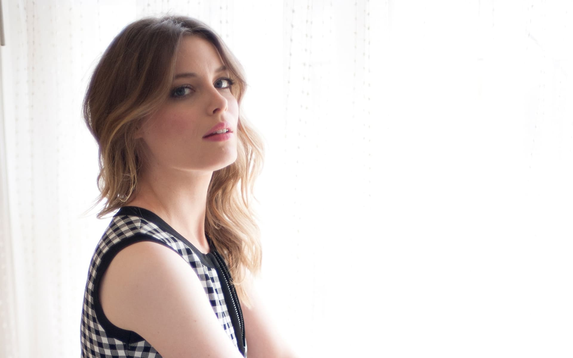 16 gillian jacobs wallpapers high quality resolution download