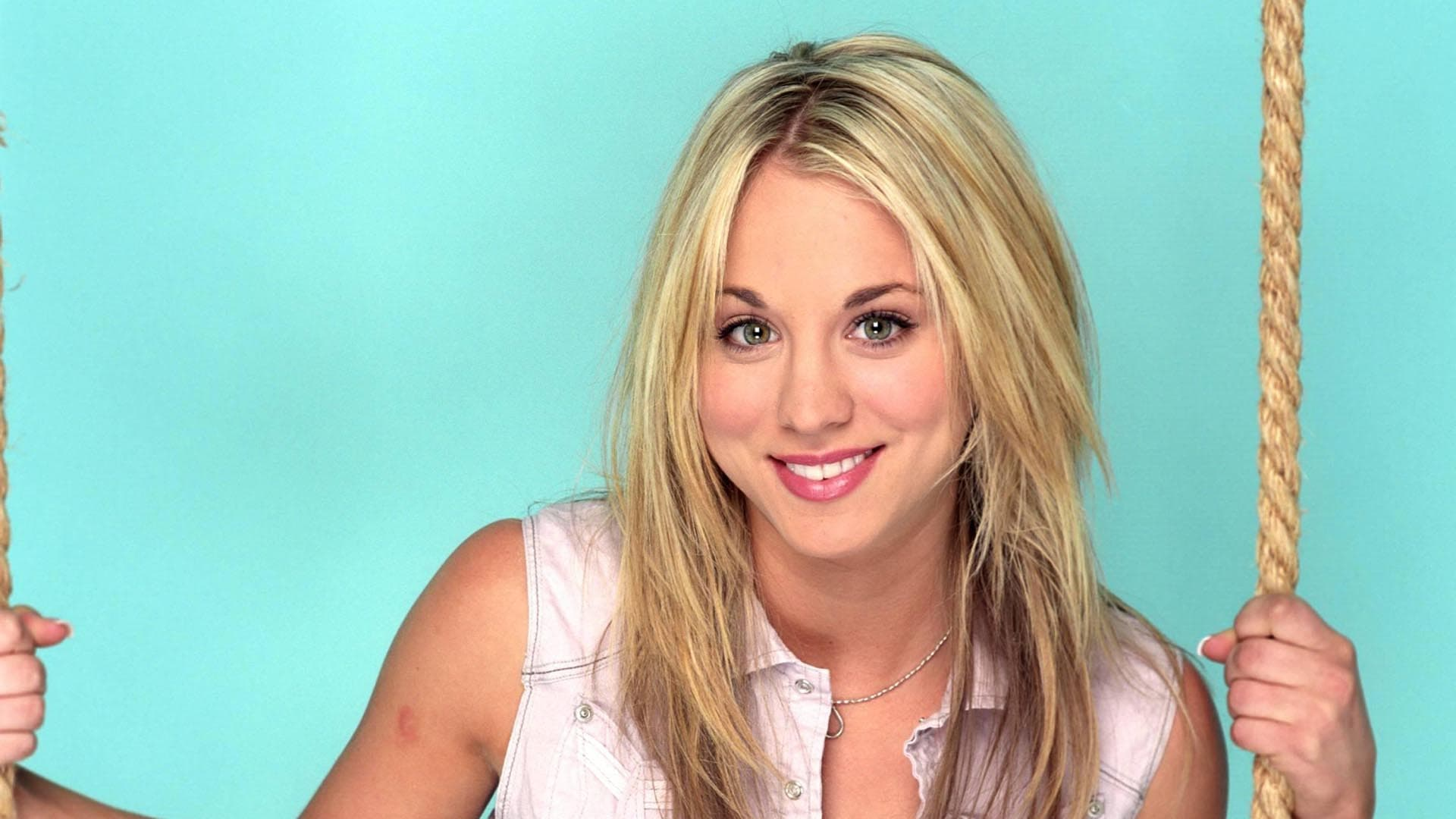 Kaley Cuoco smile new 2016 wallpaper