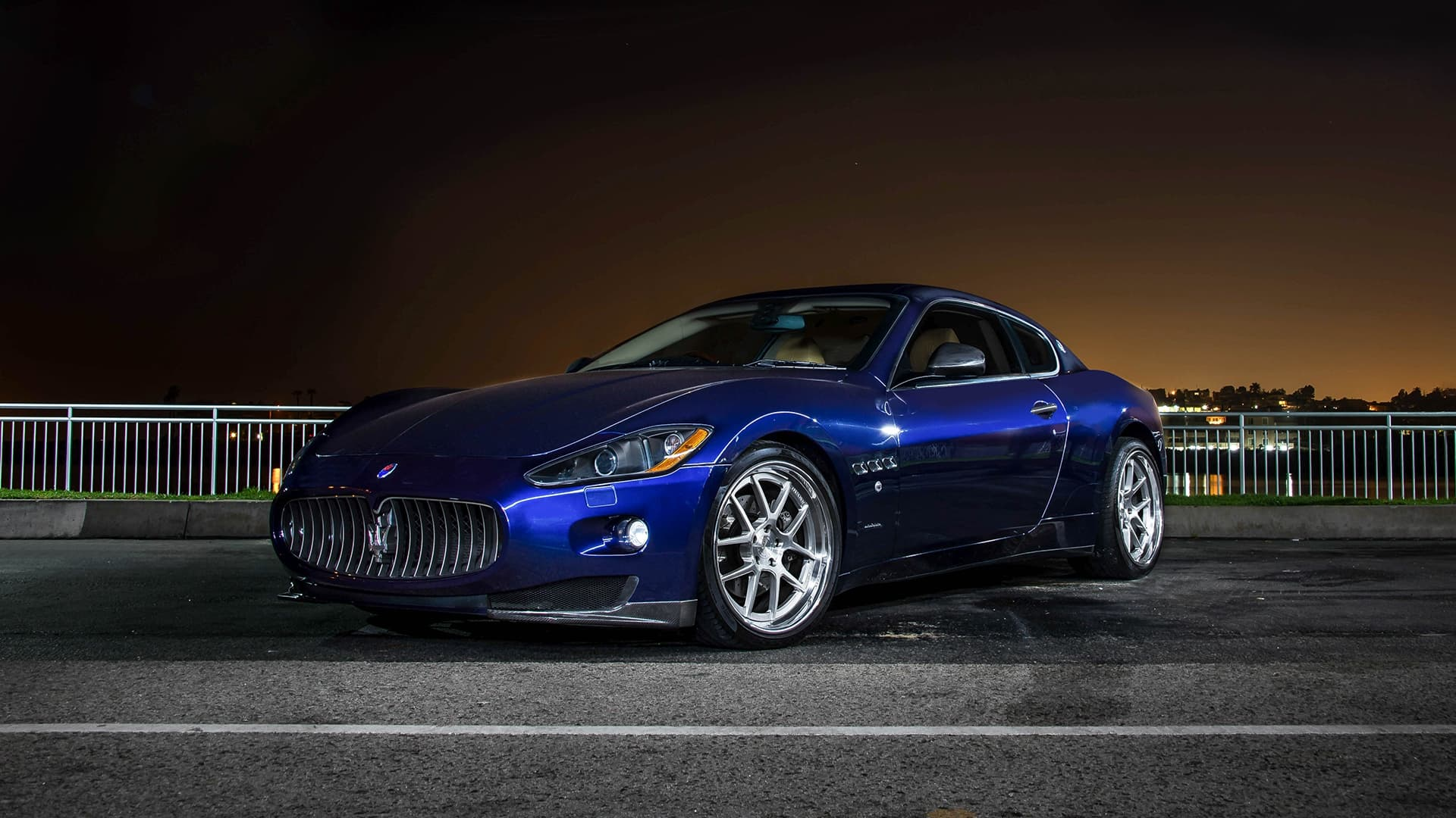 Maserati Granturismo blue night screensaver